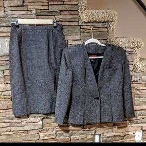 Sassoon suit size 8/9 P NWT